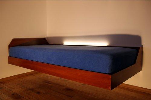 łóżko lewitujące na ziemią SimpleFly