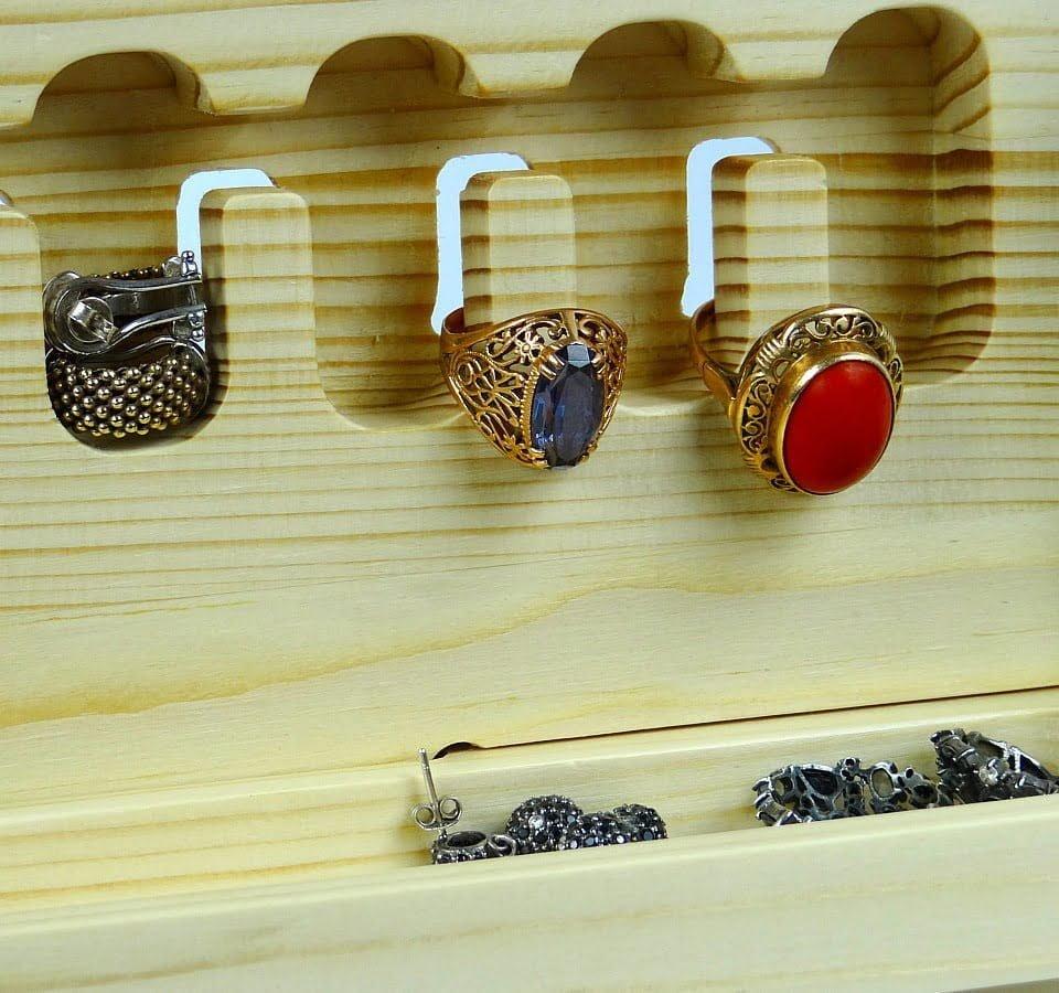organizer na pierścionki drewniany
