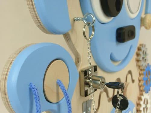 tablica DODI niebieska małpa zbliżenie